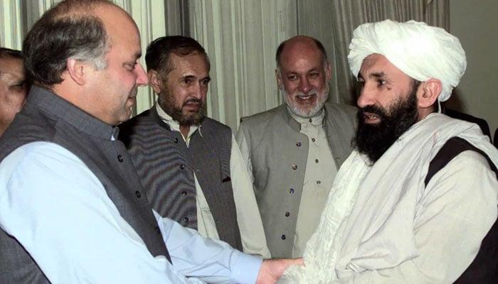 1999 میں طالبان کے دور حکومت میں ملا محمد حسن اخوند وزیر خارجہ تھے اور پاکستان کے دورے پر بھی آئے تھے— فوٹو: رائٹرز / فائل