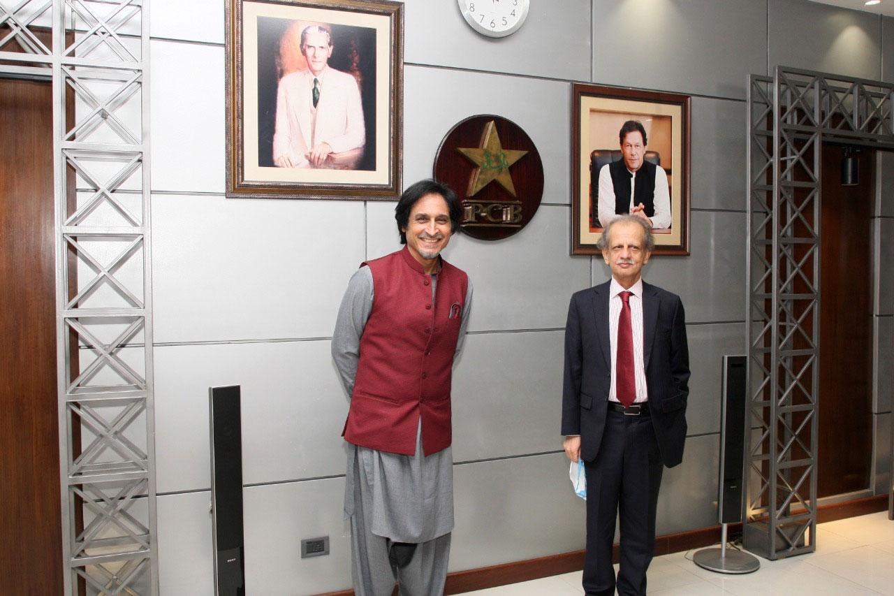 پاکستان کرکٹ بورڈ کے نئے چیئرمین کے انتخاب کے لیے گورننگ بورڈ کا خصوصی اجلاس آج نیشنل ہائی پرفارمنس سینٹر لاہور میں ہوا جس کی صدارت بورڈ کے الیکشن کمشنر جسٹس ریٹائرڈ شیخ عظمت سعید نے کی— فوٹو: پی سی بی
