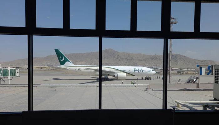 پرواز مقامی وقت کے مطابق 9 بج کر 45 منٹ پر کابل پہنچی۔ فوٹو: جیو نیوز