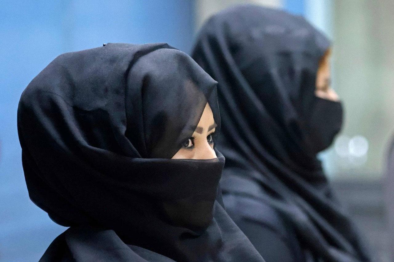 کابل ائیرپورٹ پر کام کرنے والی 80 میں سے 12 خواتین ڈیوٹی پر واپس آگئی ہیں— فوٹو: اے ایف پی