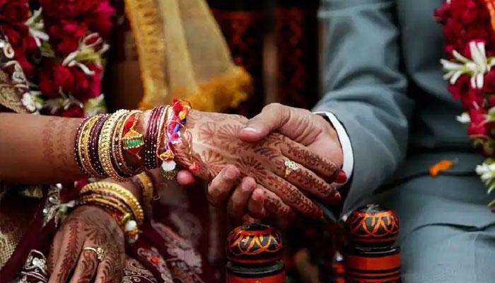 راجو کے گھر والوں نے دلہن کے گھروالوں کو شادی سے قبل بھی80ہزار بھارتی روپے اداکیے—فوٹوفائل