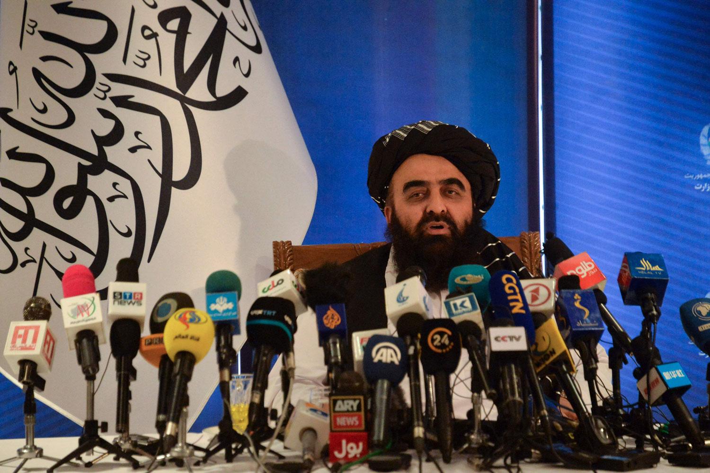 سابقہ حکومت کے افغان عوام کے مفادمیں طے شدہ تجارتی معاہدوں کی پاسداری کریں گے، عبوری وزیر خارجہ— فوٹو: اے ایف پی