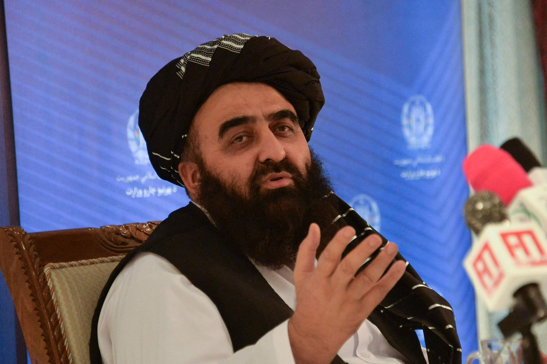جن عالمی اداروں نے افغانستان میں اپنے منصوبے نامکمل چھوڑے ہیں، انہیں چاہیے مکمل کریں، امیر متقی— فوٹو: اے ایف پی