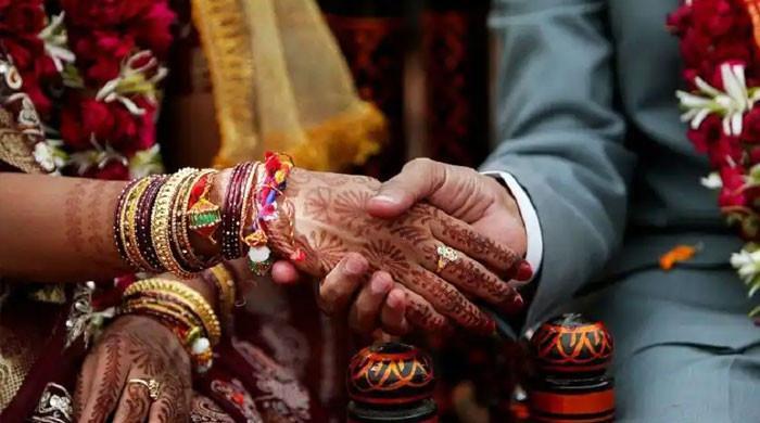 نئی نویلی دلہن شوہر کو پانی لانے کیلئے بھیج کر زیور، تحائف اور نقدی لے اُڑی