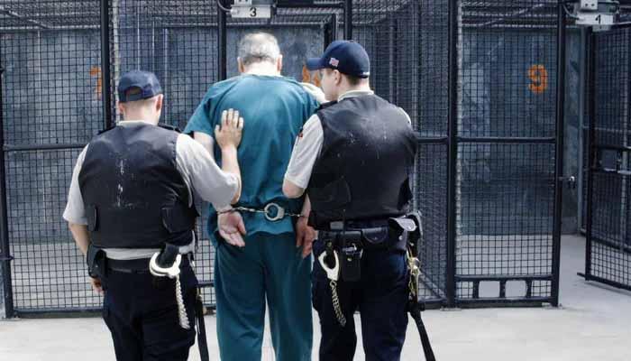 1992 میں قانون کی حراست سے فرار ہونے کے الزام میں اسے 7 سال قید کی سزا ہو سکتی ہے: فائل فوٹو
