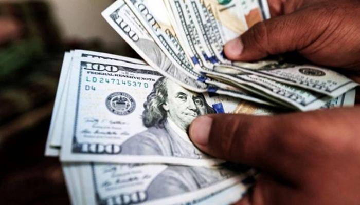 انٹربینک تبادلہ مارکیٹ میں بھی ڈالرکا بھاؤ 94 پیسےکم ہوا ہے،فوٹو: فائل