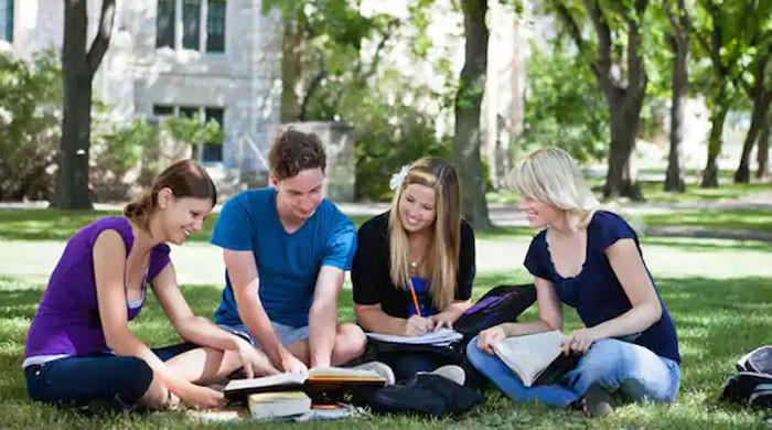 کورونا کے دوران  42 لاکھ کا سیلری پیکج  حاصل کرنے والے طلبہ کس یونیورسٹی کے ہیں؟