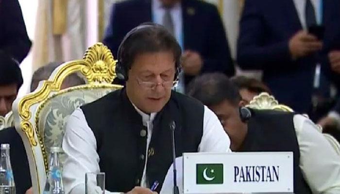 یہ پوری دنیا کا افغانستان کے ساتھ کھڑے ہونے کا وقت ہے: وزیراعظم پاکستان. فوٹو: سوشل میڈیا