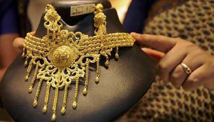 10 گرام سونے کی قیمت 171 روپے کمی کے بعد 96 ہزار 451 روپے ہے— فوٹو:فائل