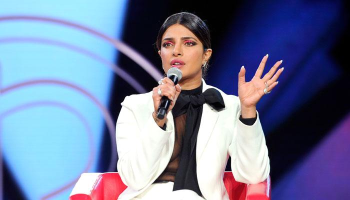 اداکارہ پریانکا چوپڑا نے امریکی ریئلٹی شو دی ایکٹیوسٹ میں بحثیت جج کے فرائض انجام دینے پر معذرت کرلی —فوٹو:فائل