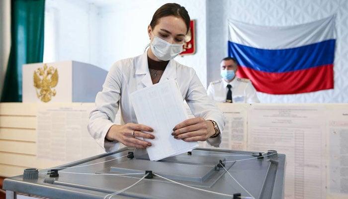 روس میں پارلیمانی انتخابات جمعے کے روز سے شروع ہوئے تھے جو کہ اتوار تک جاری ہیں گے،فوٹو: روسی نیوز ایجنسی