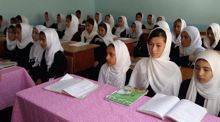 لڑکیوں کے اسکول کھولنے کیلئے علیحدہ کلاسز اور اساتذہ کا انتظام کیا جارہا ہے، طالبان