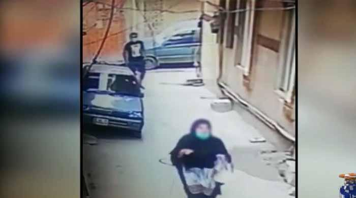 لاہور: گلشن راوی میں خاتون کو ہراساں کرنے کی ویڈیو سامنے آگئی