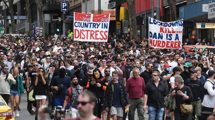 میلبرن:کورونا لاک ڈاؤن کیخلاف شہریوں کا احتجاج ، جھڑپوں میں متعدد پولیس اہلکار زخمی