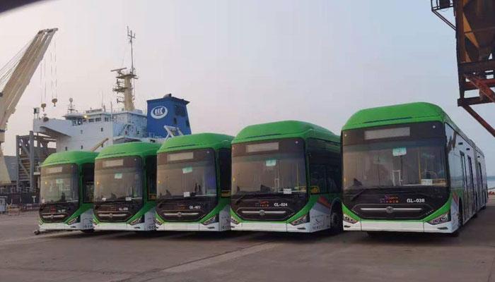 40 بسوں کے ساتھ فین شن جہاز پاکستان پہنچا ہے: پورٹ حکام. فوٹو: فائل