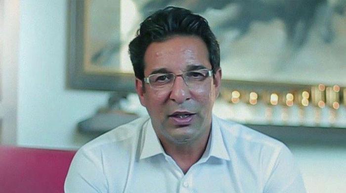 پوری طاقت سے ایک بار پھر کرکٹ کو چھن جانے سے روکیں گے: وسیم اکرم