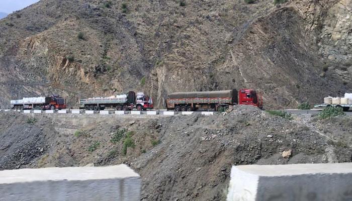 پاکستان کے صوبے خیبرپختونخوا اور افغانستان کے صوبے ننگرہار کو ملانے والی سرحد گزشتہ 4 ماہ سے پیدل مسافروں کے لیے بند ہے —فوٹو: قسیم سعید