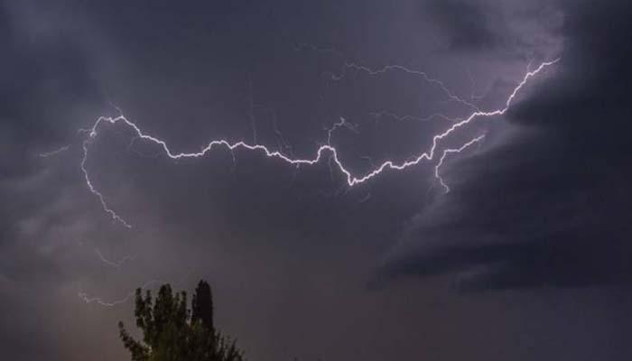 تیز بارش کے باعث کراچی، ٹھٹھہ، بدین اور حیدرآباد میں نشیبی علاقے زیرآب آنے کا خدشہ ہے: محکمہ موسمیات/ فائل فوٹو