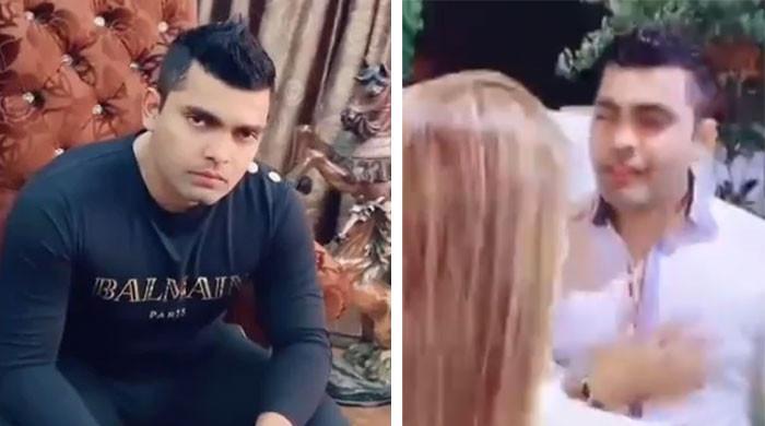 عمر اکمل کی خاتون کے ساتھ بالی وڈ گانے پر پرفارم کرنے کی ویڈیو وائرل