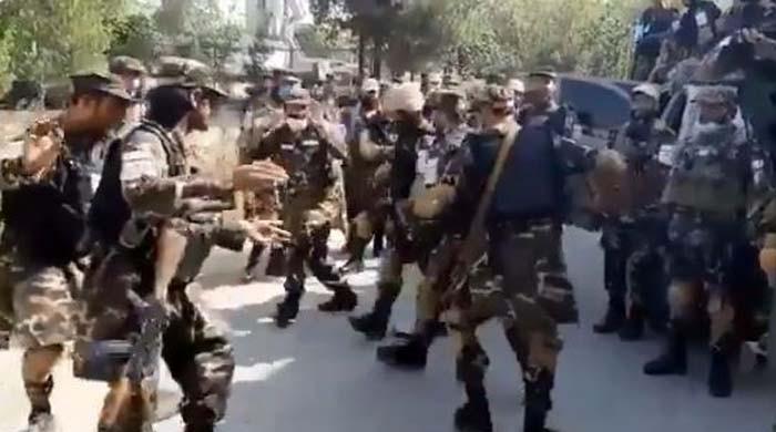 طالبان سکیورٹی فورس کے اہلکاروں کے 'رقص' کرنے کی ویڈیو وائرل
