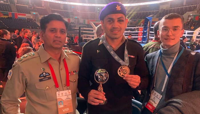 سپاہی بلاول ضیا نے پاکستان کے لیے کانسی کا تمغہ جیتا۔ فوٹو: سوشل میڈیا