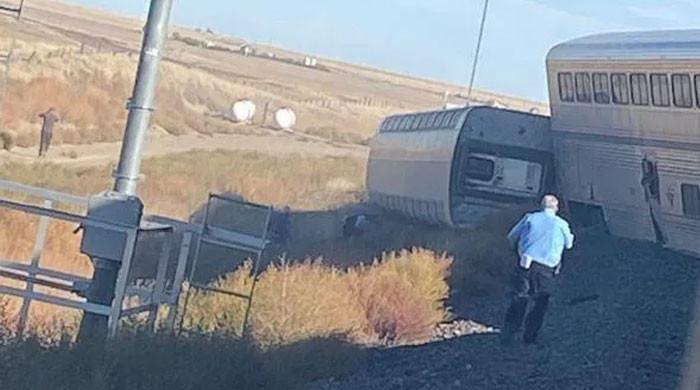 امریکا میں ٹرین کی 7 بوگیاں پٹری سے اتر گئیں، 3 افراد ہلاک