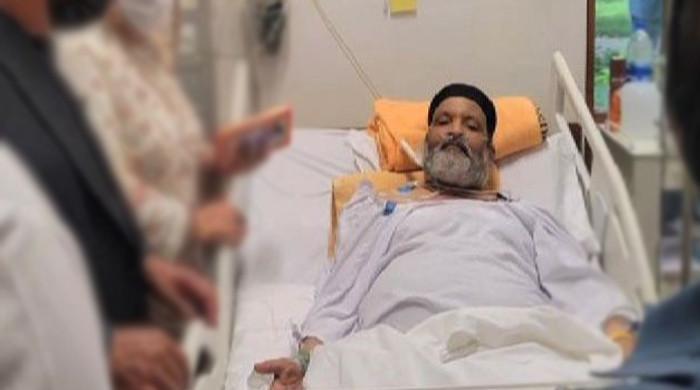 عمر شریف کی امریکا روانگی مسائل کا شکار ، ائیر ایمبولینس کا زیادہ دیر رکنے سے انکار