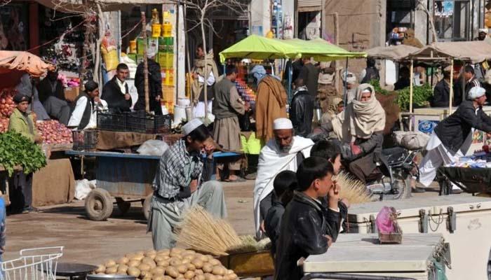 کابل کے شور بازار کی سرِ چوک اب روز مرہ کی اشیا فروخت کرنے والی دکانوں کے بازار میں تبدیل ہو چکا ہے__فوٹو فائل