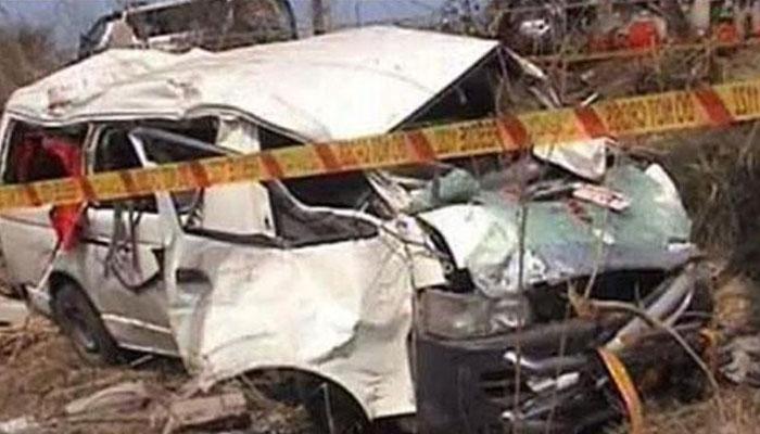 حادثے میں کچھ افراد کے نالے میں گرکر لاپتہ ہونے کی بھی اطلاعات ہیں جن کی تلاش جاری ہے، ریسکیو حکام— فوٹو:فائل