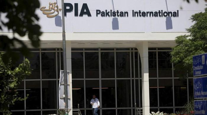 پی آئی اےکے سابق ایم ڈی سمیت 2 جنرل منیجرز کرپشن کے الزام میں گرفتار