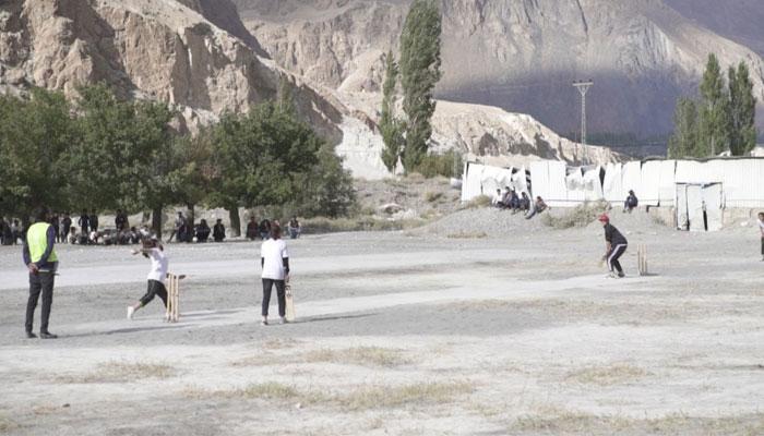 گلگت بلتستان میں خواتین کا کرکٹ ٹورنامنٹ منعقد، 10مختلف گاؤں کی ٹیموں کی شرکت —فوٹو: جیو نیوز