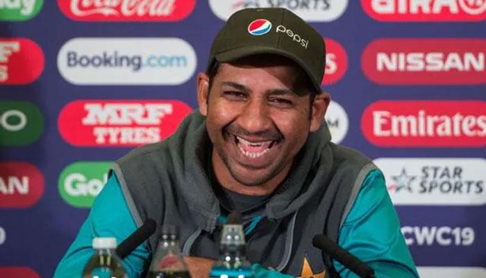 پاکستان کرکٹ ٹیم کے سابق کپتان اور وکٹ کیپر بیٹسمین سرفراز احمد کو اسکواڈ میں اعظم خان کی جگہ شامل کرلیا گیا ہے —فوٹو: فائل