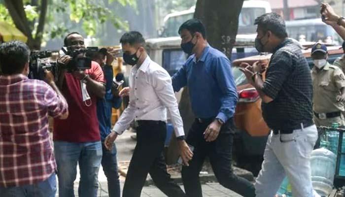 آریان کی دیگر ملزمان کے ساتھ گرفتاری کے بعد این سی بی کی جانب سے چھاپوں کا سلسلہ جاری ہے: فوتو بھارتی میڈیا