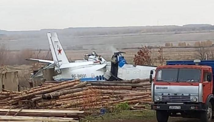 حادثے کے وقت طیارے میں 2 پائلٹ اور 20 اسکائی ڈائیورز موجود تھے: روسی میڈیا۔ فوٹو: سوشل میڈیا