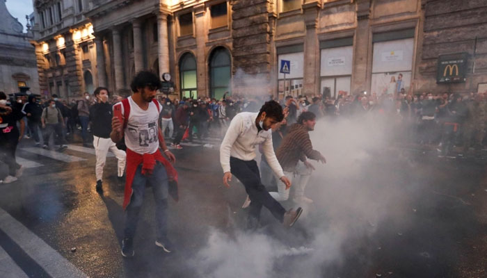 مظاہرے کے دوران سکیورٹی فورسز اور مظاہرین کے درمیان جھڑپیں بھی ہوئیں— فوٹو: رائٹرز