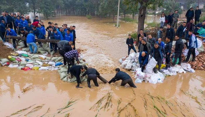 شین زی صوبے میں ہونے والی شدید بارشوں کے باعث 70 اضلاع میں لینڈ سلائیڈنگ کے واقعات رونما ہوئے۔ فوٹو: سوشل میڈیا