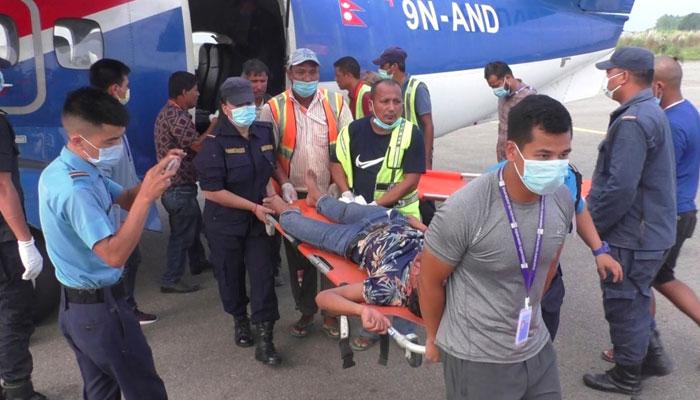 حادثے کے وقت بس میں 45 مسافر سوار تھے، حکام— فوٹو:فائل