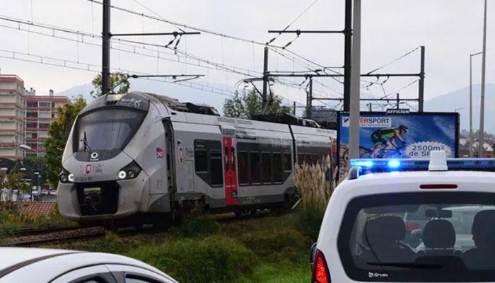 فرانس میں ٹرین کی ٹکر سے3 تارکین وطن ہلاک ہوگئے۔ —فوٹو: فائل