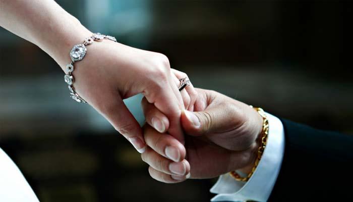 مذکورہ شخص نے تیسری شادی کے وقت بیوی کے سامنے یہ شرط رکھی تھی کہ وہ اس شادی کو راز رکھے گی__فوٹو فائل
