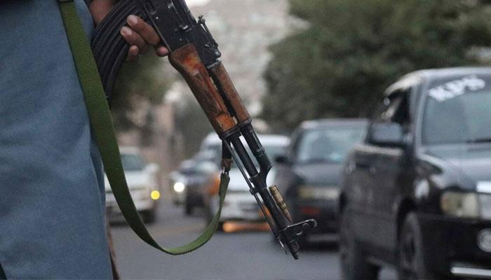 افغان صوبے غور میں نامعلوم افراد کی فائرنگ سے سابق سینیٹر احد خان اپنے بھتیجے سمیت ہلاک ہوگئے —فوٹو: فائل