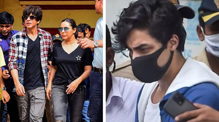 گرفتاری کے بعد والدین سے ویڈیو کال میں آریان خان زارو قطار رو پڑے