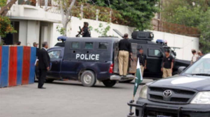 کراچی میں پولیس مخبروں کو گھروں میں لوٹ مار کیلئے استعمال کرنے لگی
