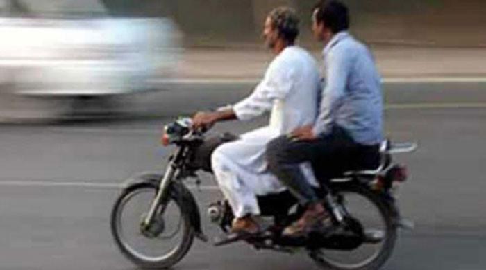 پنجاب میں موٹر سائیکل کی ڈبل سواری پر پابندی کا نوٹیفکیشن جاری