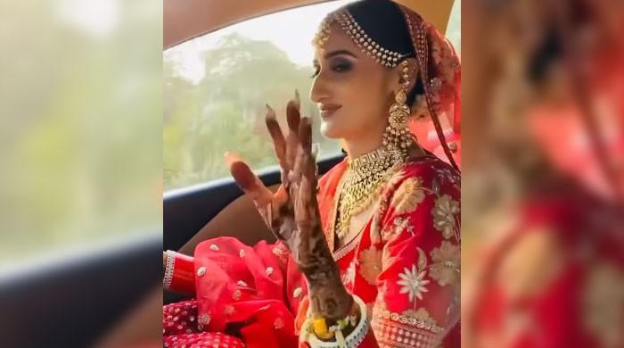 ویڈیو: خوشی سے نہال جھومتی دلہن کار چلا کر ہال پہنچ گئی
