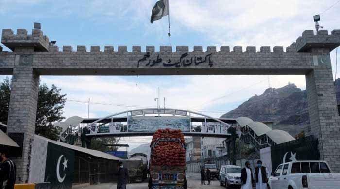 پاکستان نے عام لوگوں کیلئے طورخم بارڈر کھول دیا