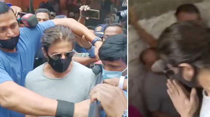 ویڈیو:  شاہ رخ کو بیٹے سے ملنے جانے پر جیل کے باہر کن حالات کا سامنا کرنا پڑا؟