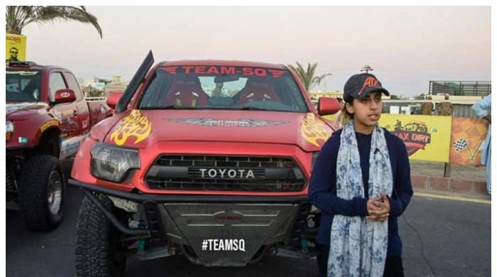 جیپ ریلی: گاڑی الٹنے پر زخمی ہونے کے باوجود ریس مکمل کرنے والی باہمت لڑکی