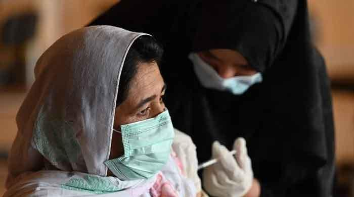 پنجاب حکومت کا گھر گھر جا کر کورونا ویکسین لگانے کا فیصلہ، انکار پر کارروائی ہوگی